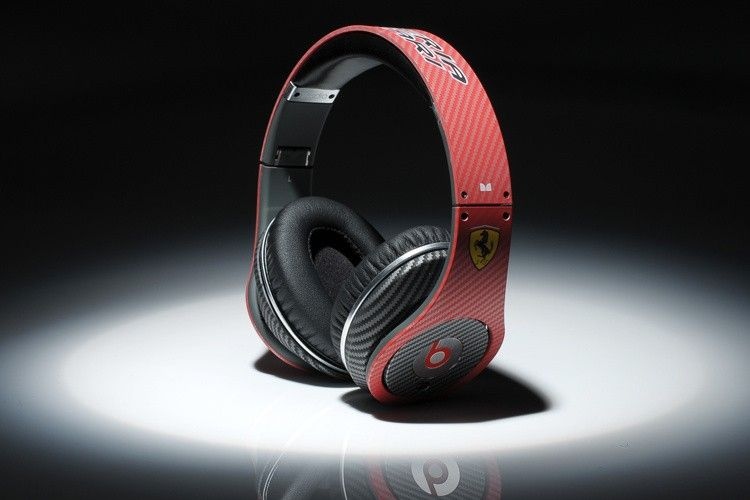 Monster Beats By Dre studio red carbon fiber version Ferrari Regular Price: $309.00 SPECIAL PRICE: $179.00 our official bolg for monster beats website: http://beatspill.webs.com happy  shopping