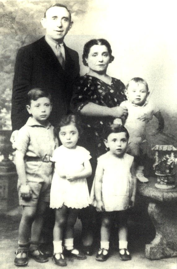 The Jakubovitch family lived in Montreuil, Paris. Like many others, Jacob JAKUBOVITCH went into hiding on July 15, 1942, believing that only men were targeted. A day later his common-law wife, Gisa Segalow, age 36, was arrested with their five children: Samuel 9, Anna 7,  Rebecca 6, Armand 5 & Marguerite 2 (not shown in the picture). They were deported on August 17, 1942 to Auschwitz where they were all murdered on August 19 1942