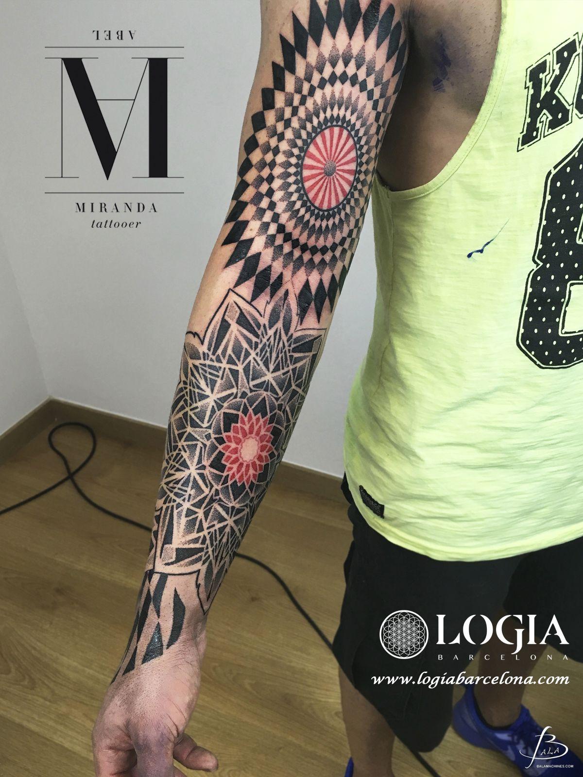 Pin de R y C Ram en Artistas del tatuaje | Tatuajes al azar, Blog de  tatuajes, Tatuajes impresionantes