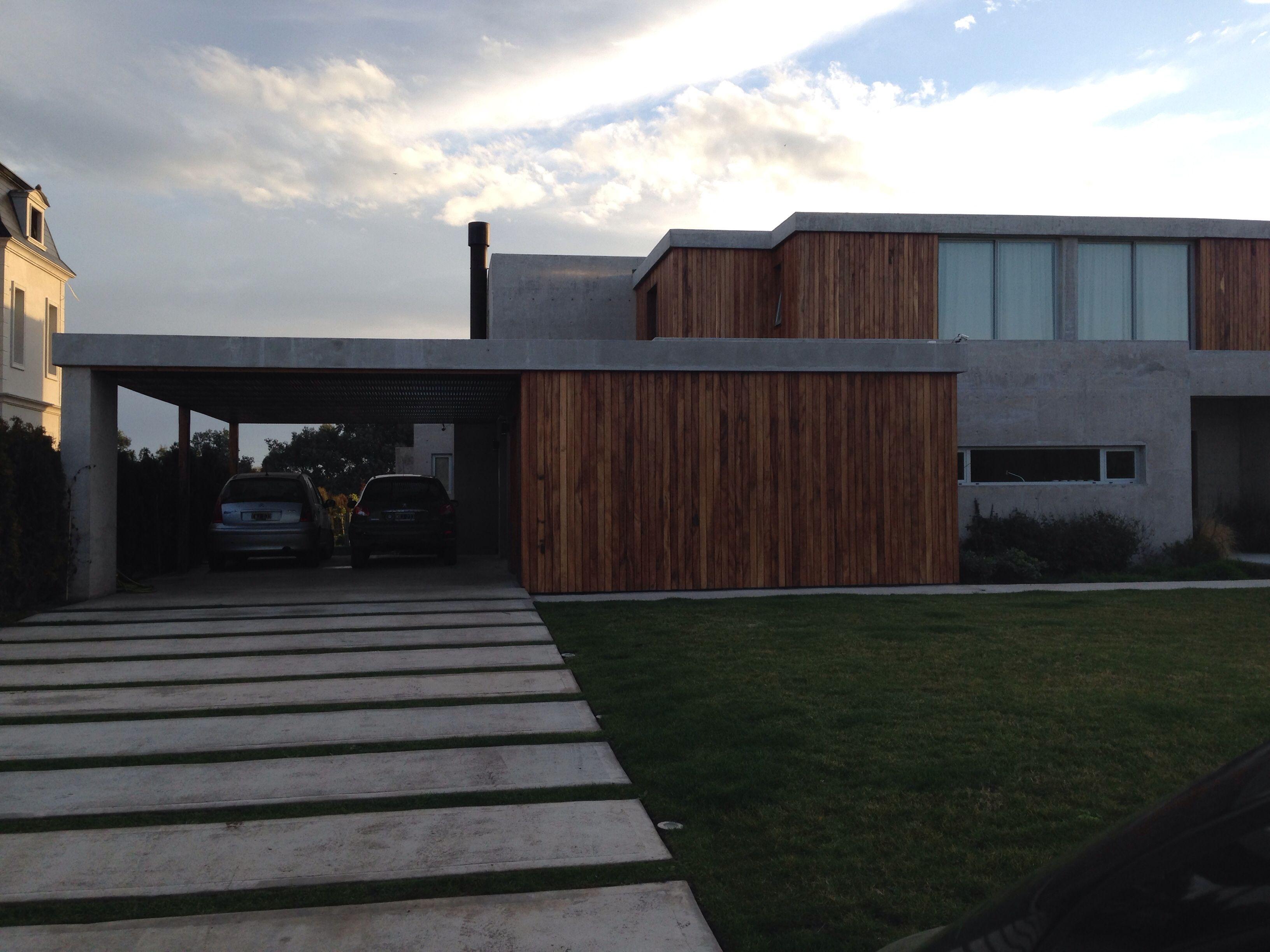 Casa minimalista con entrada de autos entrada casa for Casa minimalista pinterest