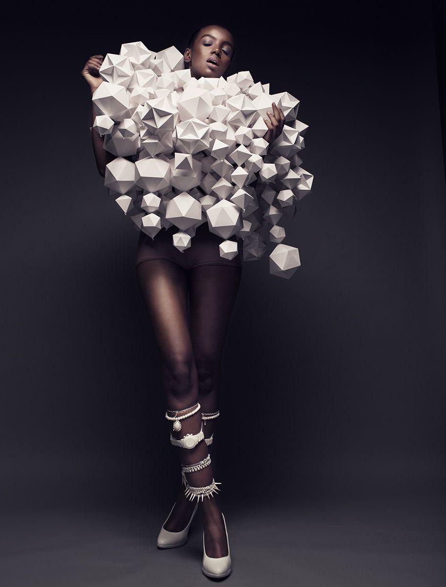 Bea Szenfeld-by- Joel Rhodin-2 / geometric fashion  / #MIZUstyle