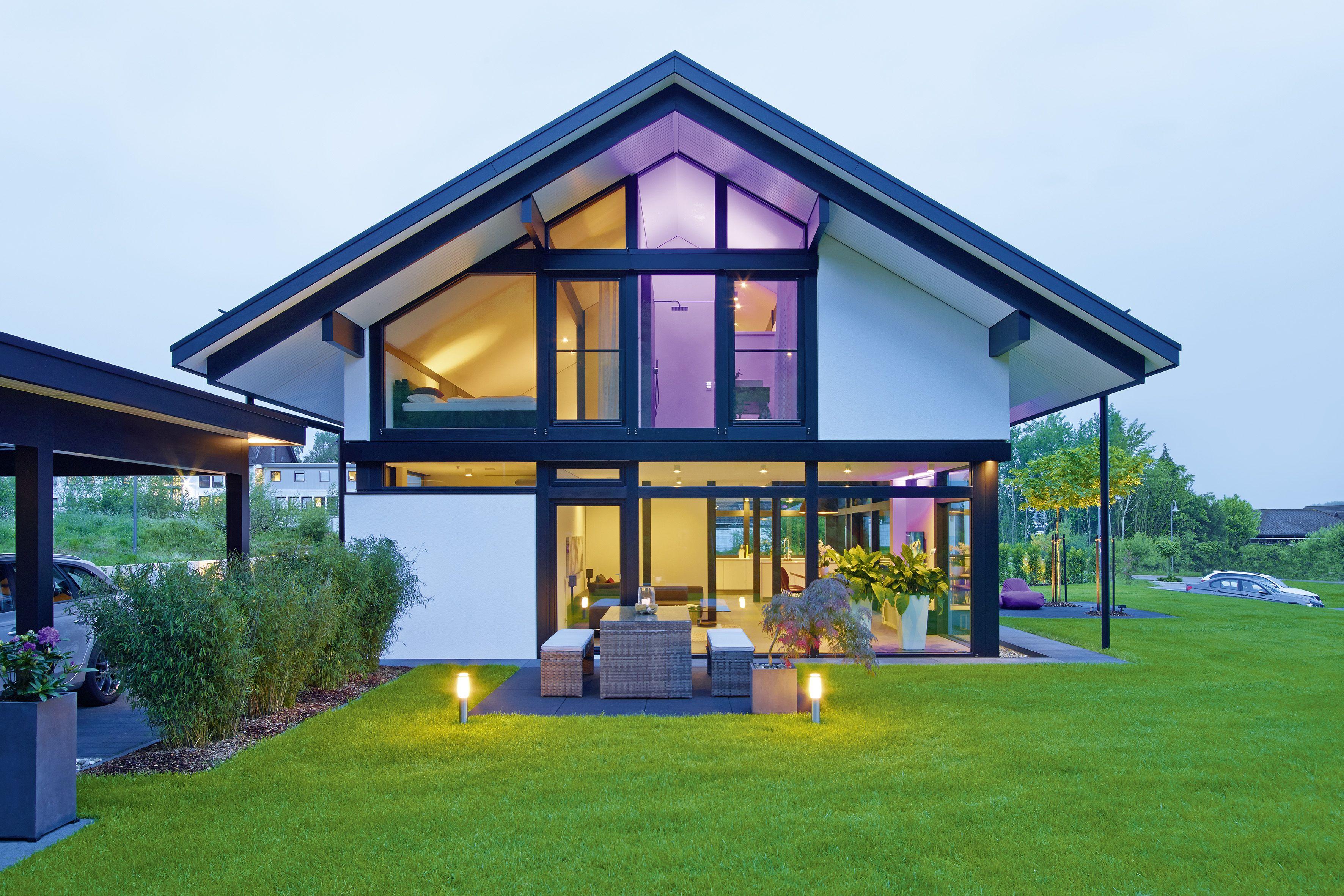 Das HUF Haus MODUM in eleganter ebenholzfarbener
