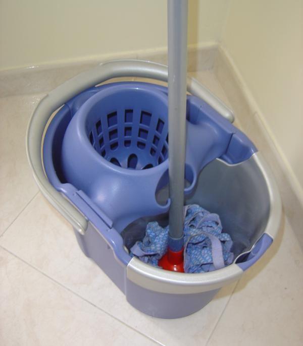 10 usos del vinagre como limpiador ecológico del hogar. Todos sabemos que limpiar la casa resulta una tarea dura y tediosa, especialmente cuando se trata de la limpieza de la cocina o el baño. Es por ello que resulta necesario usar los limpiadores adecuado...