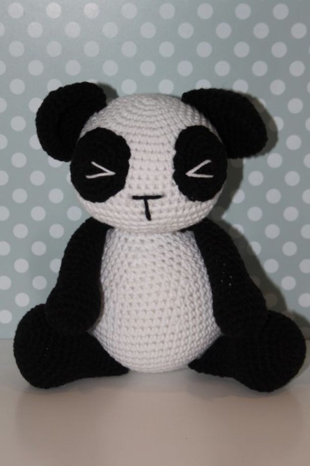 Muñeco amigurumi oso panda de ganchillo - tejido a mano - en DaWanda ...