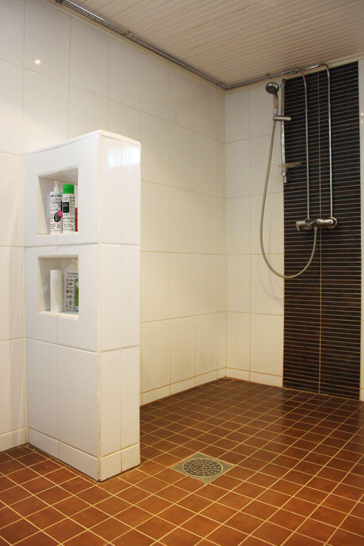 Kylpyhuoneen säilytysratkaisuja via Rintamamiestalon uusi elämä