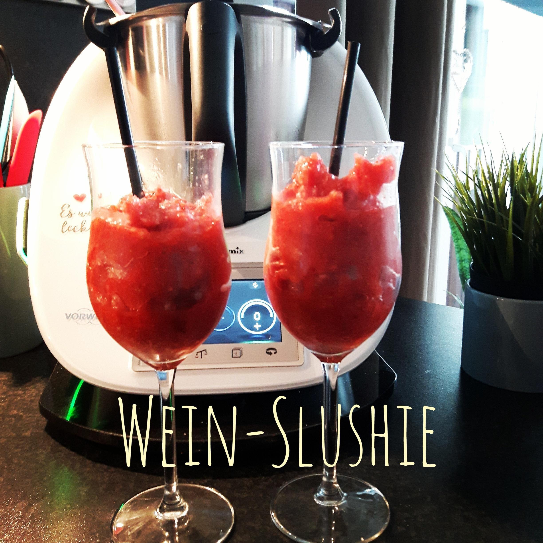 Photo of Strawberry Wine Slushie / Wine Slushie / Summer Drink 2017