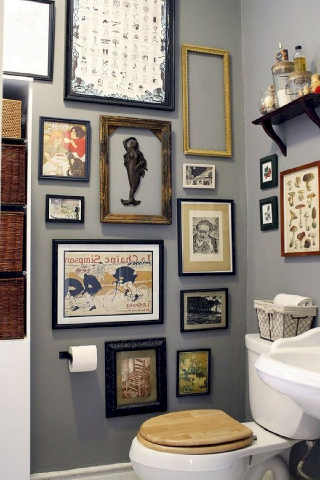 10 Best Bathroom Artwork Ideas Get Ideas Small Apartment Decorating Decorating Small Spaces Decorating With Pictures