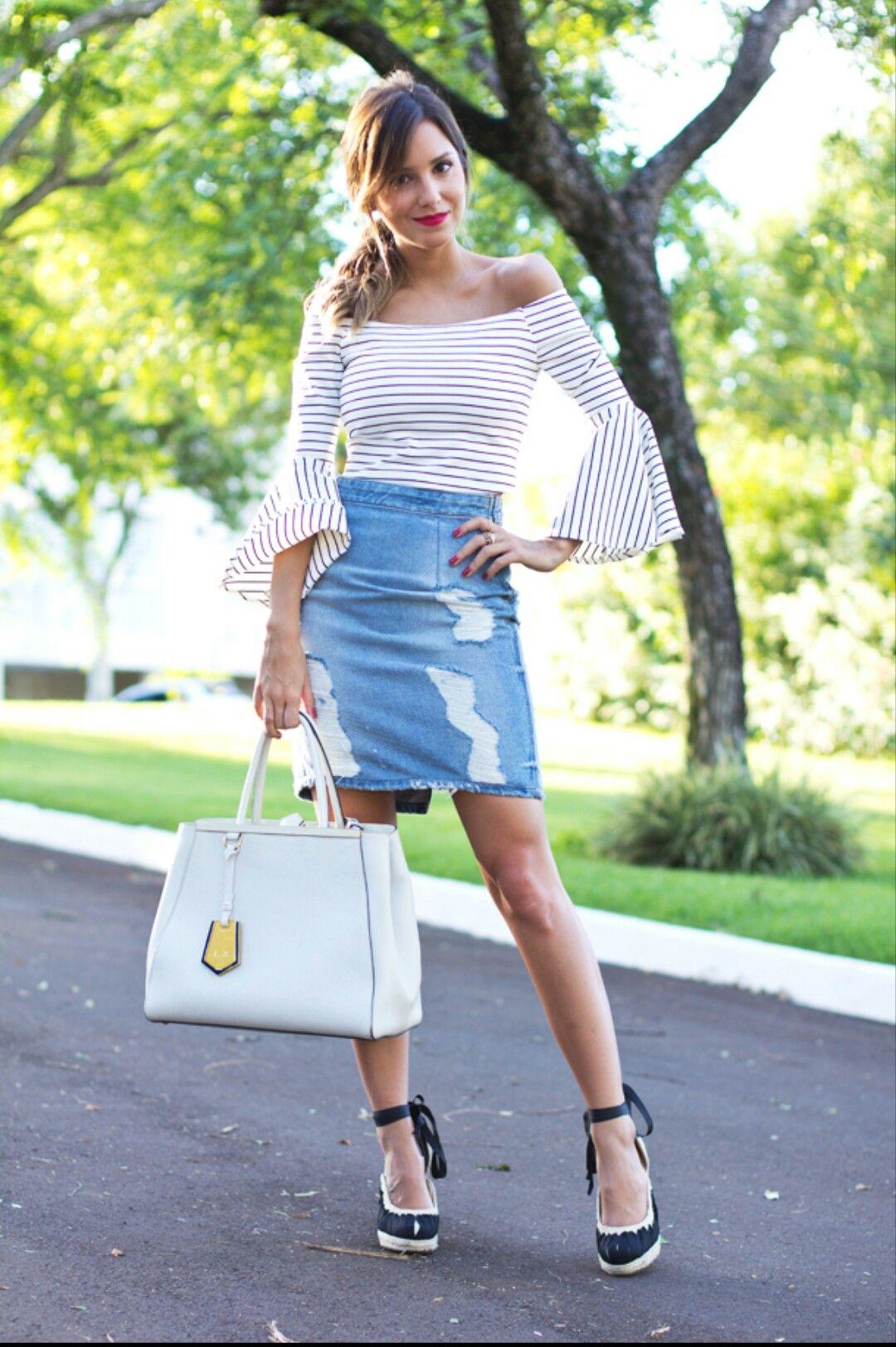 Precisando de inspiração para o final de semana e para looks mais despojados e modernos? Invista na Saia jeans! Ta em alta!