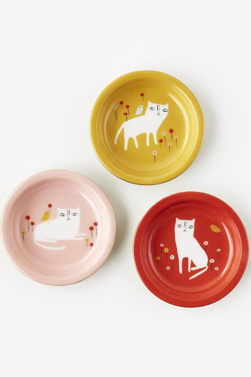 Cat trinket dishes so unique, you'll want one in every room. Showcase your love for cats with a functional metal dish to hold keys, spare change, jewelry, or hair ties.