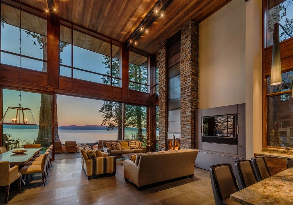 Spacious Great Room With Lake View