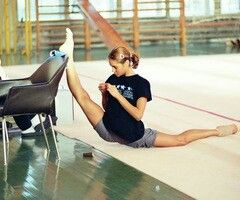ouchy  flexible girls gymnastics flexibility training
