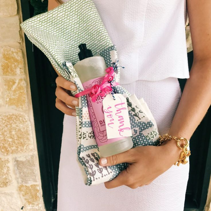 Bridal Shower Hostess Gifts | What to bring to a bridal shower | Bridal Shower Hostess