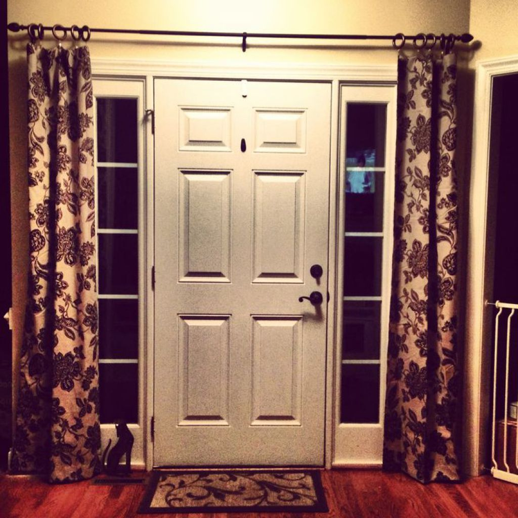 Front door with sidelight curtains featured rods decor for Front window ideas