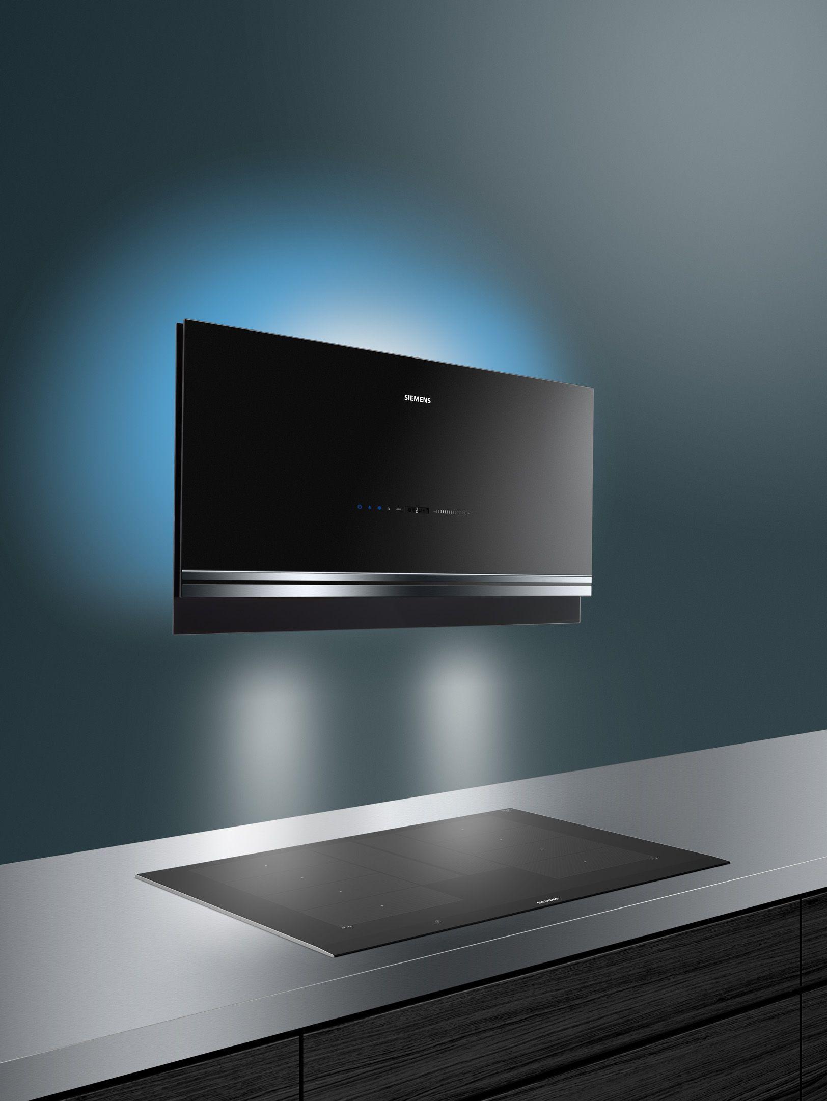 Die siemens dunstabzugshaube iq700 mit emotionlight pro verändert die wechselnde farben und die led arbeitsbeleuchtung