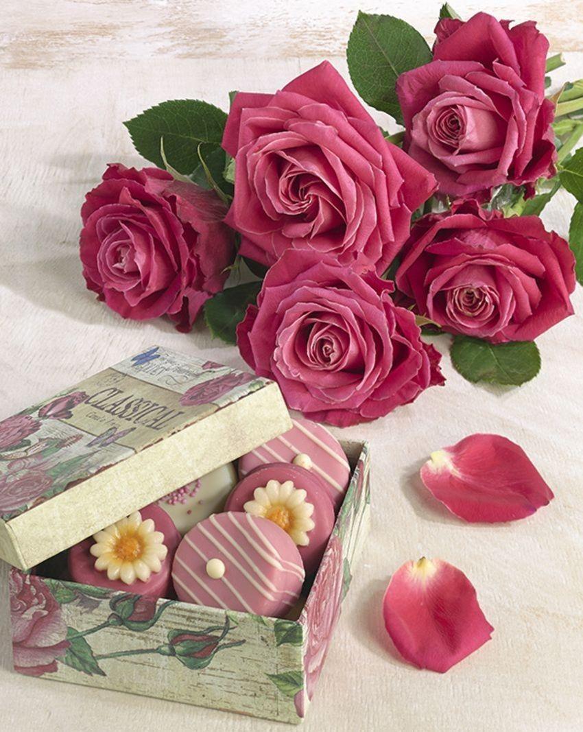 Pin By Beautiful Days On Flowers Basket Flower Arrangements Flower Vase Arrangements Book Flowers