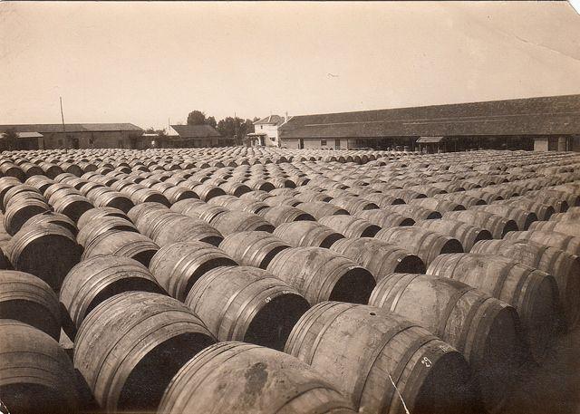 """1956. Más de 300 obreras, en el cumplimiento pascual de """"Hijos de Don Armando Soto""""   Flickr - Photo Sharing!"""