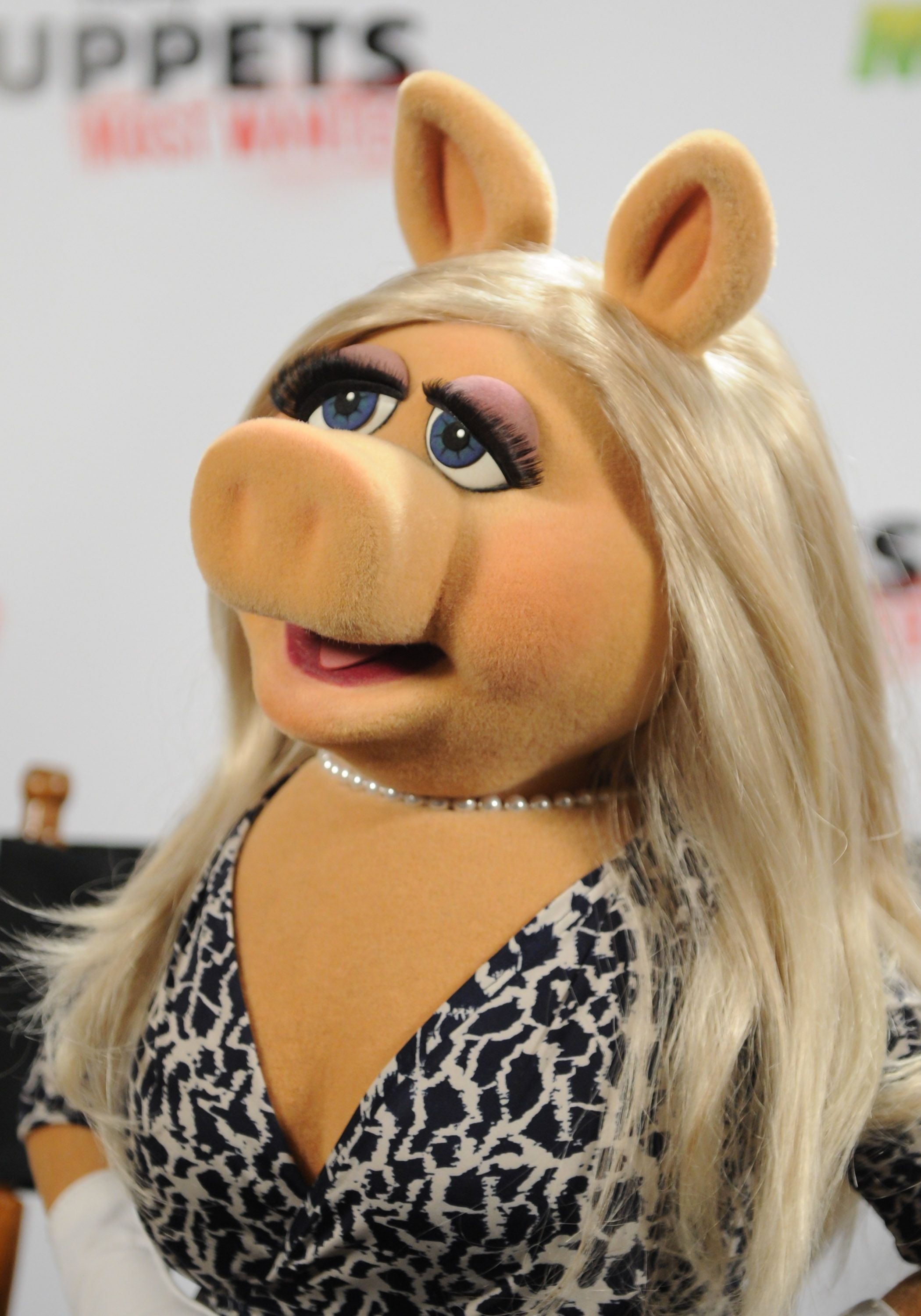 10 Unforgettable Beauty Lessons from Miss Piggy