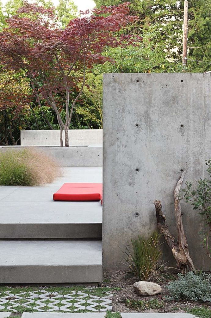 Poured In Place Concrete Walls At Modern Residential Garden Austere Chic Stone Landscaping Contemporary Garden Design Modern Garden Design