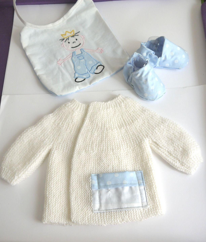 4770b191f1e5a Ensemble naissance garçon bébé brassière chaussons bavoir 0 3 mois fait main  laine et coton
