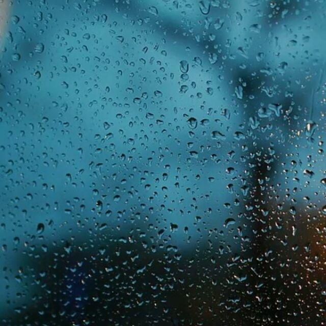 ada yang lebih deras dari hujan embun kesedihan yang jatuh dari