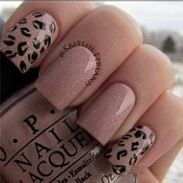 Pale pink nails with cheetah design