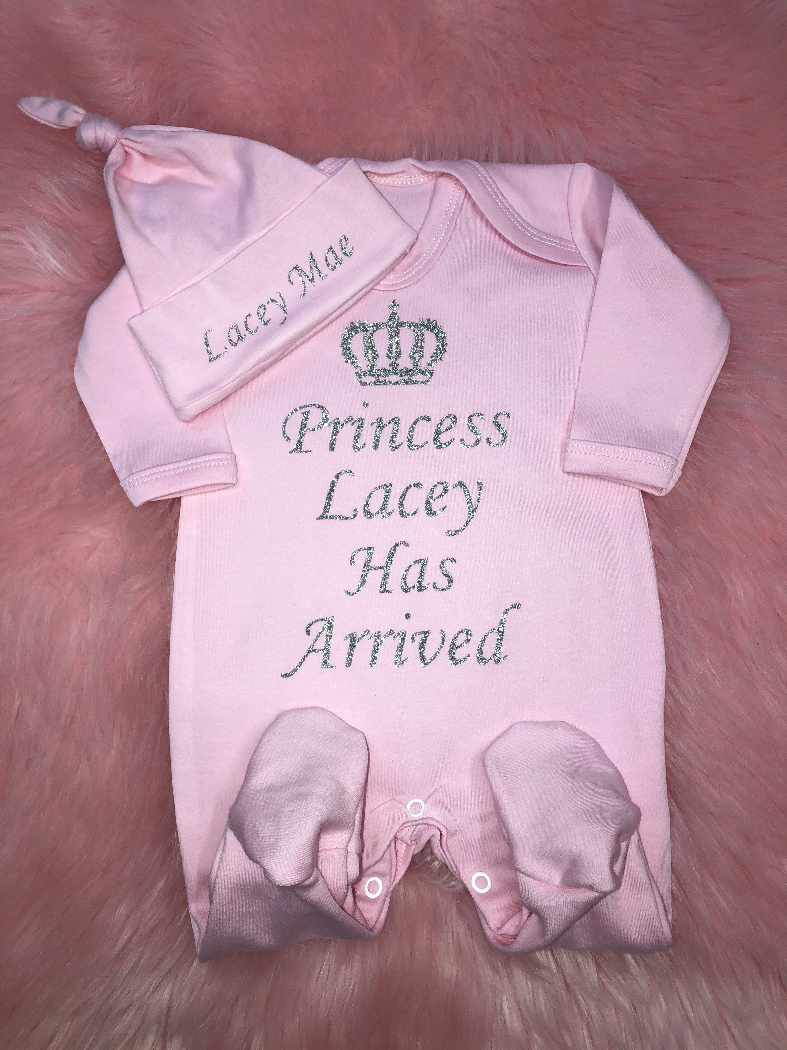 fe741b30e53 Our adorable personalised baby grow and hat sets feature a royal  Prince     Princess   personalisation! The perfect baby arrival outfit!