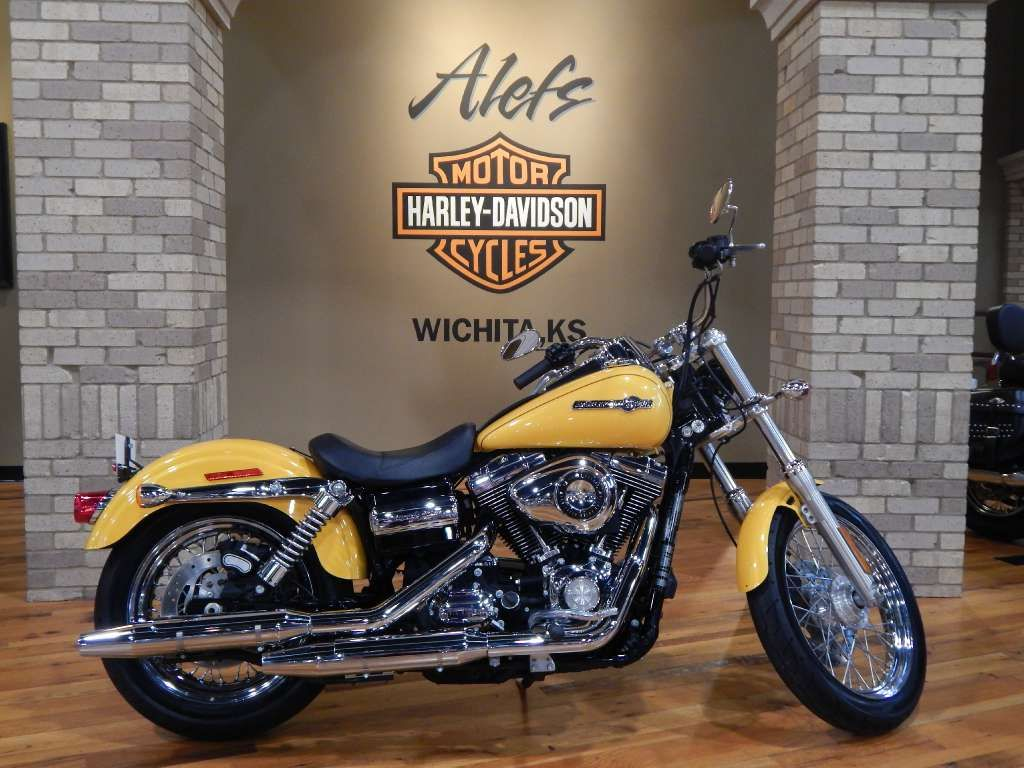 Super Glide® style kicked up a notch, with lots of chrome