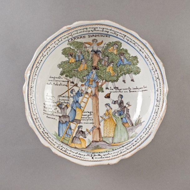 """Nevers, époque révolutionnaire. Saladier en faïence dit « à l'arbre d'amours"""", patronyme de  Marguerite Lacoque 1791 », diam. 32 cm. Estimation : 4 000/6 000 €. Jeudi 11 décembre, salle 4 - Drouot-Richelieu, à 19 h. Pescheteau-Badin SVV. Mme Fouchet."""