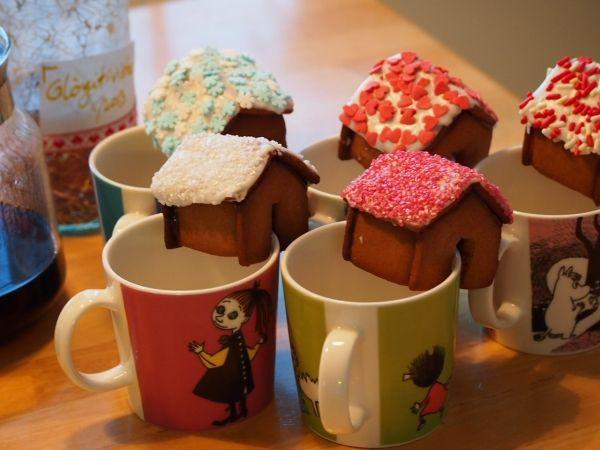 Löysin joskus kuvia pienistä piparkakkutaloista ja halusin päästä kokeilmaan itsekin. Lisää kuvia löytyy osoitteesta www.kohtijoulua.fi - by Karo -- Piparkakkutalo, Joulu, Gingerbread house, Christmas