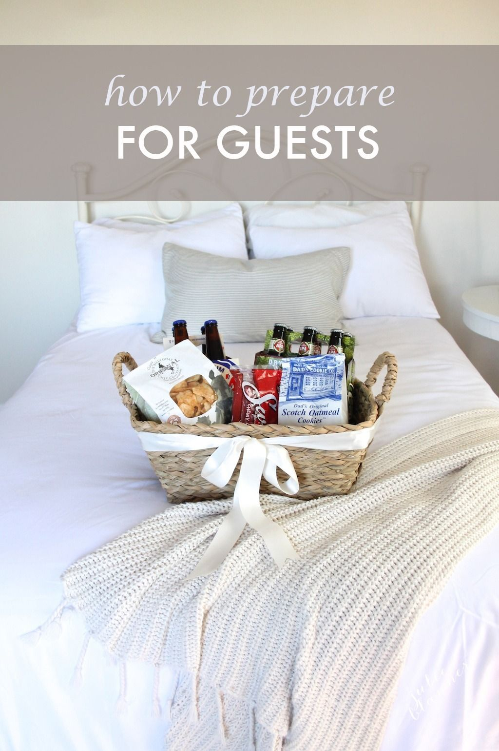 Welcome weekend or holiday guests with these warm and inviting ideas ...