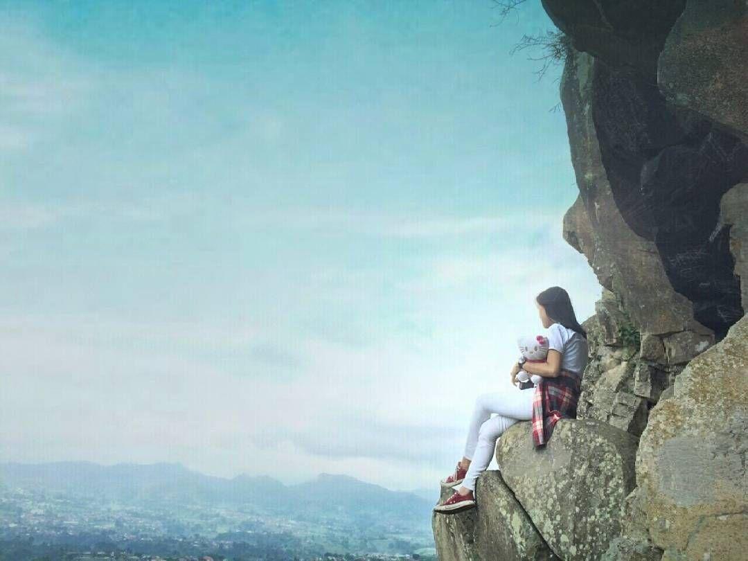 Sendiri diketinggian itulah yang membuat tenang .  Inframe: Me  Location: Gunung Batu Lembang westjava  Taken by: @jidamdum .  #liveadventurously #adventures #folkscenery #folks #folkportraits #followforfollow #folkcreatives #folkworld #potraits #potraitpeople #keluarsebentar #kerengan  #explorejabar #indonesiantraveler #helloindonesian #livefolk #vsco #vscogood #feedbacknation #vscomood #photooftheday #livefolkindonesia #nature #igers #travelgram #traveler #folkvibe #folkmagazine…