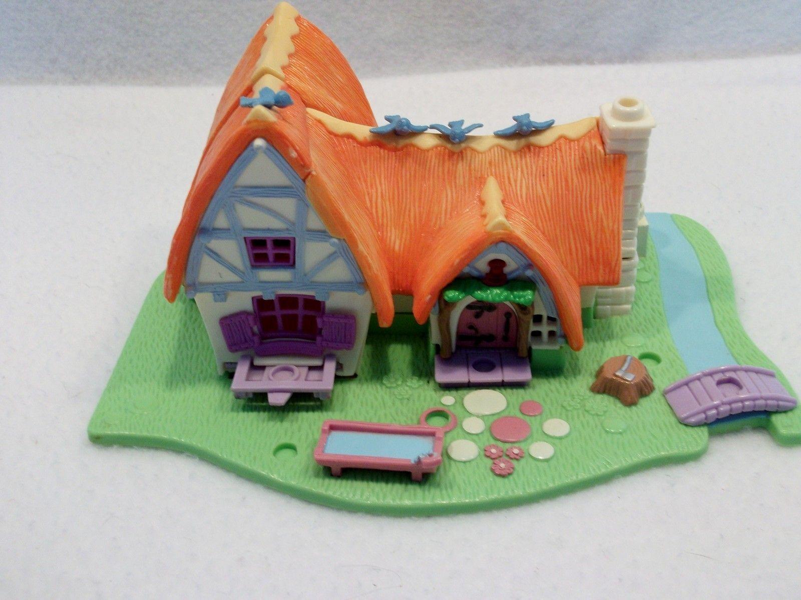 1995 Bluebird Polly Pocket Disney Snow White Cottage Seven