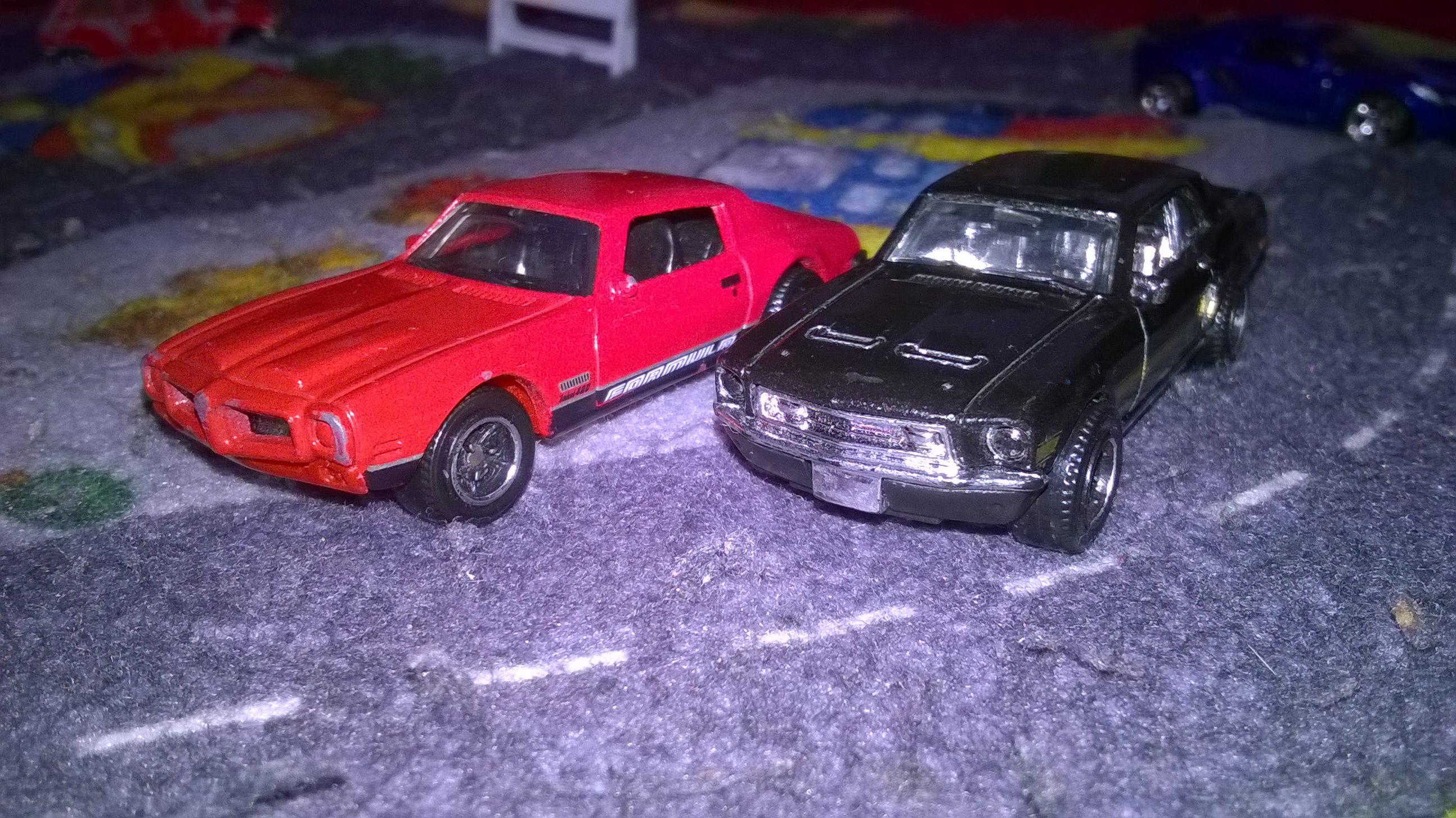 Pontiac Firebird et Ford Mustang