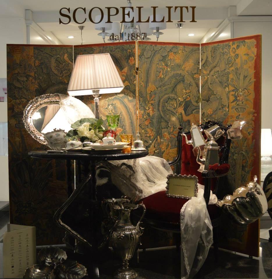 Argenteria Christofle, Ricci e Buccellati, porcellana Herend, cristalli Saint-Louis.