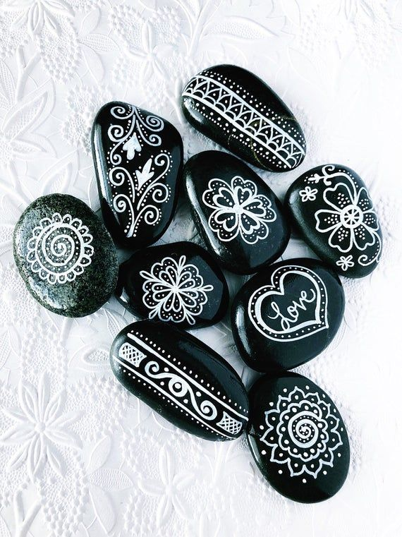 Black and White Mandala Stones Set of 10, Painted Mandala Rocks, Anniversary favours painted rocks, Wedding guest gift, Party Favors