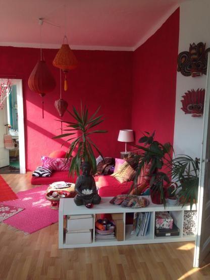 rotes wohnzimmer im herzen von linden mitte wohnung in hannover linden mitte farbige. Black Bedroom Furniture Sets. Home Design Ideas