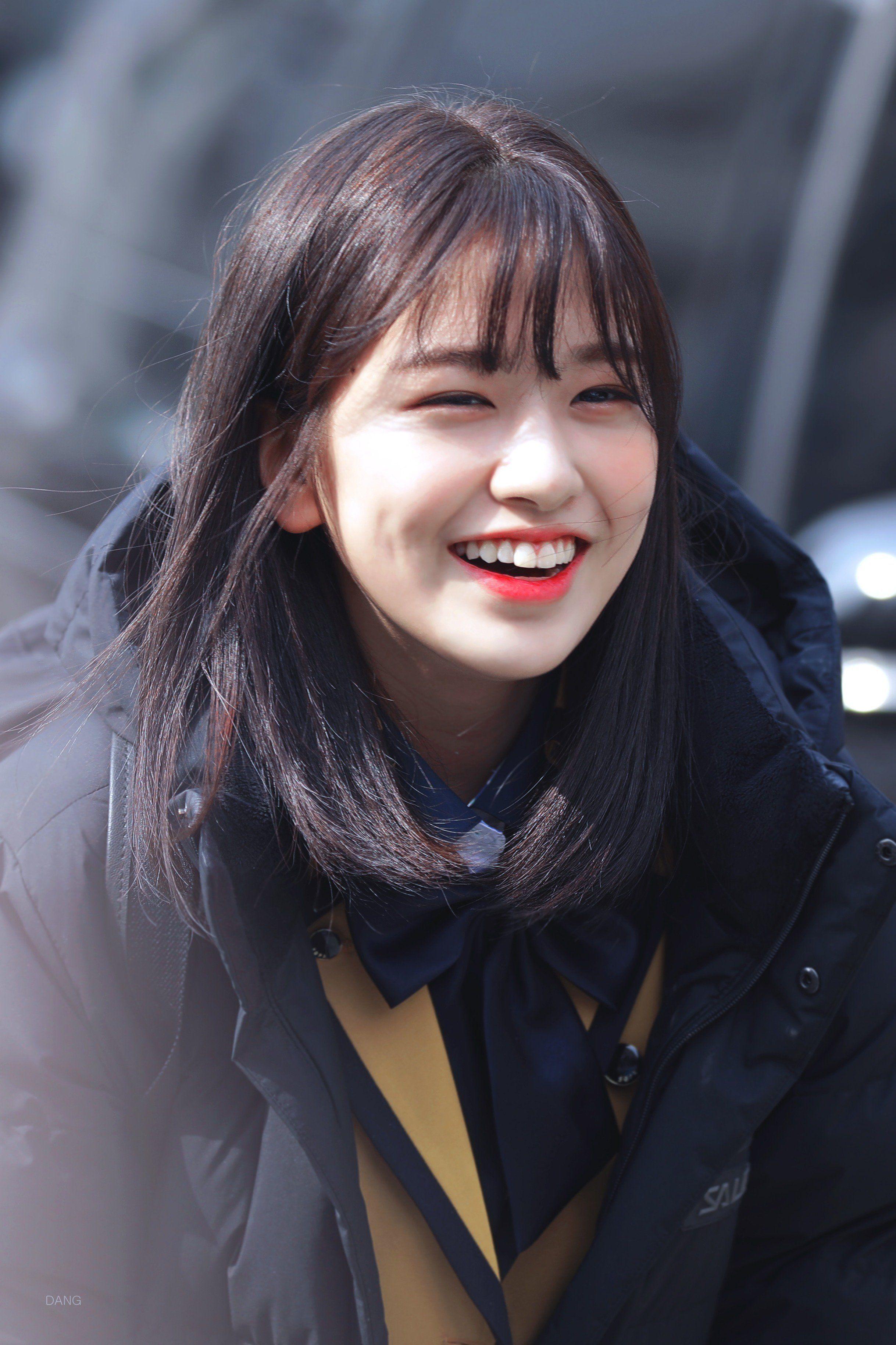 Performing Entrance Ceremony Yujins School Izone Yujin Seoul Arts High190304 Yujin S Seoul Performing Arts High Sch Selebritas Ide Gaya Rambut Aktris