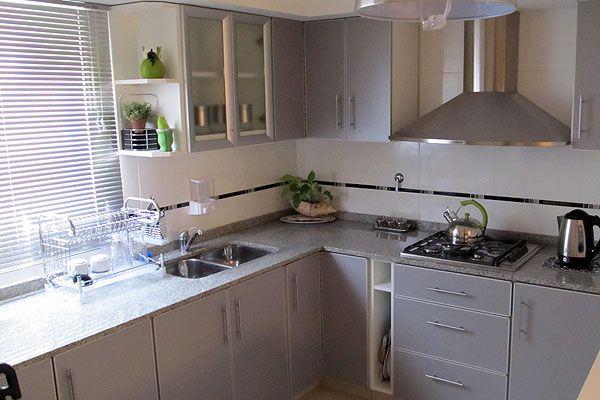Muebles sobre mesada de cocina buscar con google for Mesadas de cocina pequenas