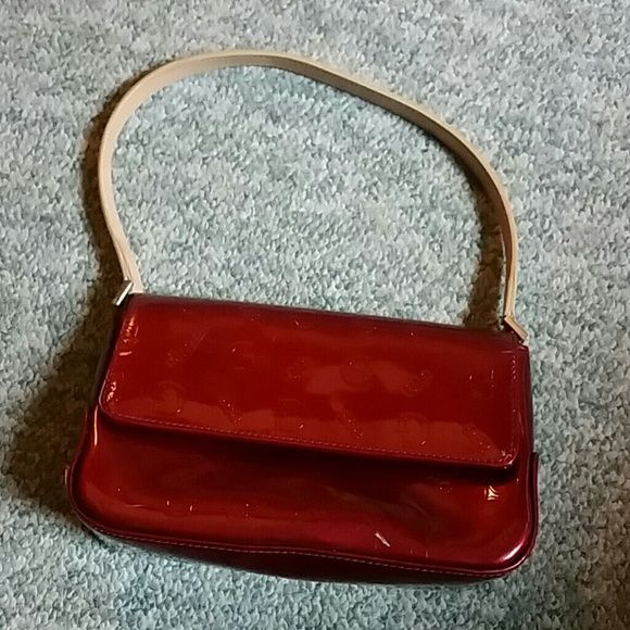Guess Small Purse Red Shiny With Black Lining And Tan One Handle Has Zippered Pocket Inside D G Bags