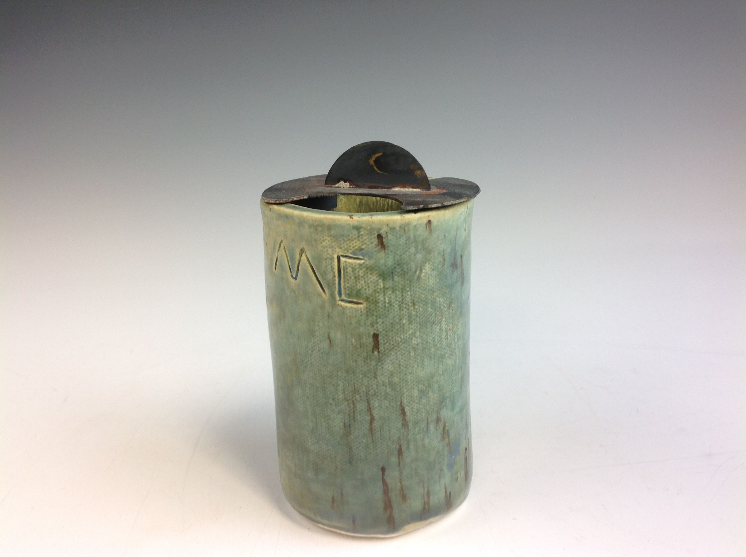 Finished product of the cylindrical lidded box