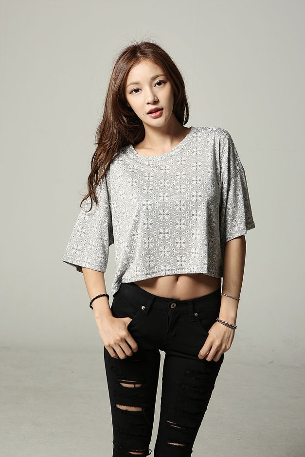 bdaacf218b5 Crop top and black ripped jeans. Perfect summer~ | Asian Fashion ...