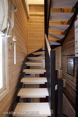Wooden stairs / Puiset portaat