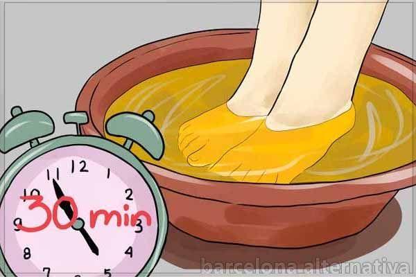 Lavar los pies con vinagre y bicarbonato