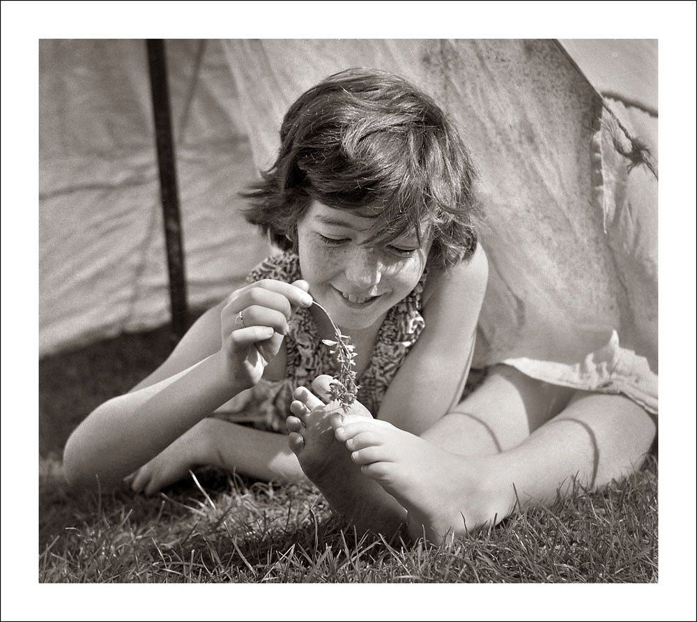 21 lovely vintage photos of cute kids in Melbourne from the 1940s-50s.