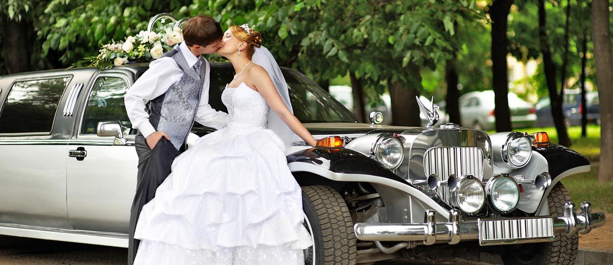 Tips For Decorating Your Wedding Car Wedding Forward Wedding Limo Wedding Limo Service Wedding Car