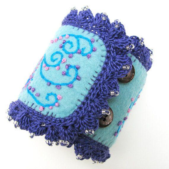 Aqua gestickte Manschette Armband in einem von windyriver auf Etsy