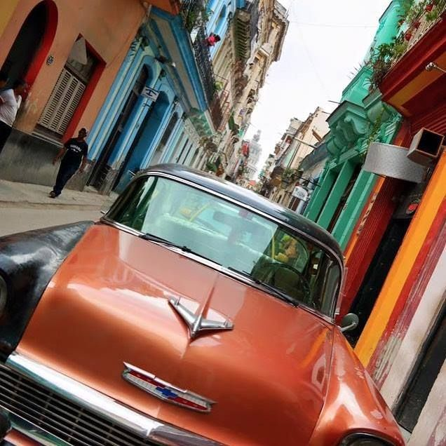 Havanas colorful streets lead to Cubas national capitol building El Capitolio which was designed to look much like the American capitol building found in Washington D.C. Photos by: @dankoday & @yvesy Hotels-live.com via https://www.instagram.com/p/BC05WVQpnRN/ #Flickr