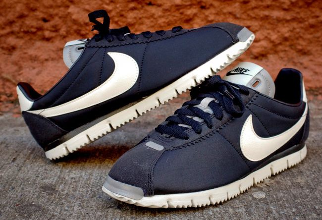 frees nike cortez