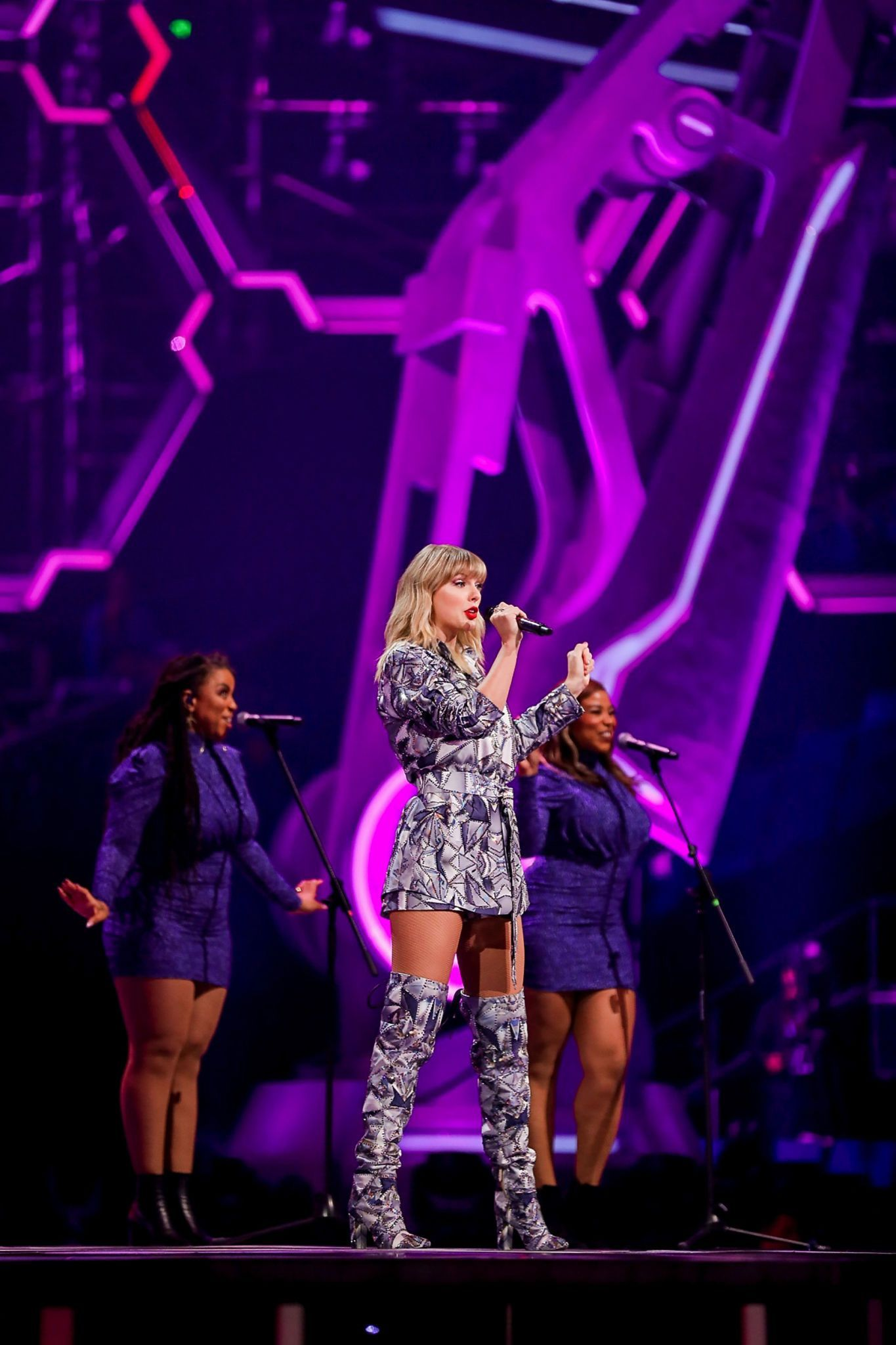 Taylor swift concert, Taylor swift music, Taylor swift outfits
