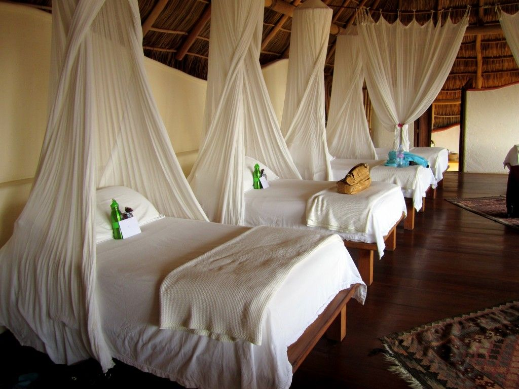 massage beds with canopies! | BEACH HOUSE | Pinterest | Canopy ...